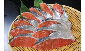 オホーツク産 新巻鮭切身 約2kg(約100g2切入れ×10パック)【ふるさと納税】14017-30011035